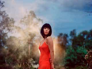 宇多田ヒカル、紅白で「花束を君に」生歌唱 「とと姉ちゃん」高畑充希見守る<紅白本番>