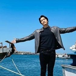 ソン・スンホン、青い空と海よりも輝くイケメンぶり「その胸に飛び込みたい!」