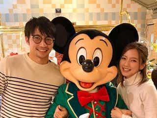 真野恵里菜、夫・柴崎岳選手とパリでクリスマスディズニー「憧れの夫婦」「笑顔が素敵」と反響