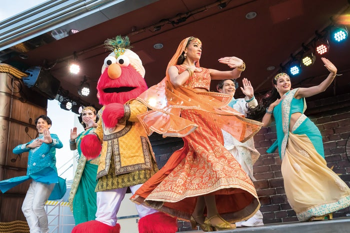 ワールド・ストリート・フェスティバル/画像提供:ユニバーサル・スタジオ・ジャパン