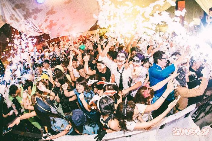 泡ゾンビも出現!仮装×音楽「泡ハロウィン」ハロウィングルメも楽しめる渋谷最狂パーティー/画像提供:株式会社 アフロ&コー