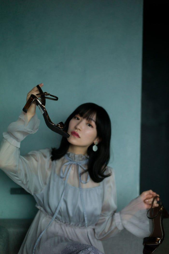 前島亜美/写真集「白群」掲載カット(C)細居幸次郎/小学館