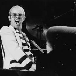 エルトン・ジョンが過去のライヴ映像をYouTubeで公開、第1回目は1976年のエディンバラ公演
