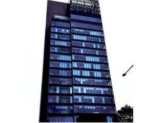 安斉かれんが所属するエイベックス本社ビルに、ドラマ「M 愛すべき人がいて」の窓文字が突如として出現!