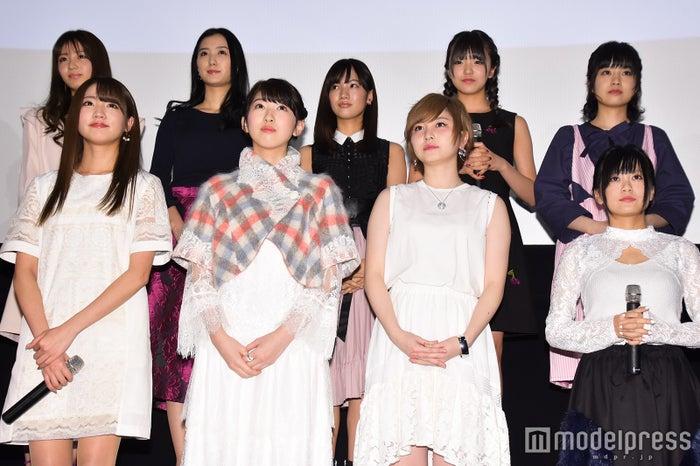 (前列左から)志田友美、日比美思、岩田華怜、RaMu(後列左から)岡崎紗絵、高田里穂、矢野優花、岩崎春果、琴海りお (C)モデルプレス