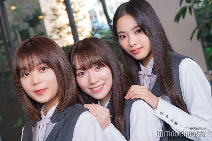 モデルプレスのインタビューに応じた尾関梨香、守屋麗奈、遠藤光莉(C)モデルプレス