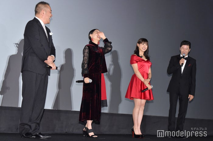 佐藤祐市監督、芳根京子、土屋太鳳、浅野忠信 (C)モデルプレス