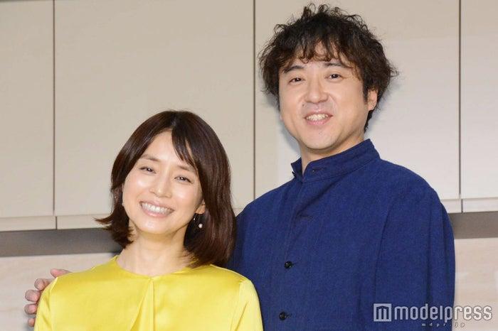 石田ゆり子、ムロツヨシ (C)モデルプレス