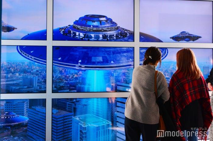窓の向こうの景色と動画が融合する「ハプニングウィンドウ」(C)モデルプレス