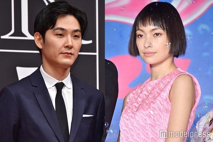 太田莉菜(右)へコメントした松田龍平(左)(C)モデルプレス