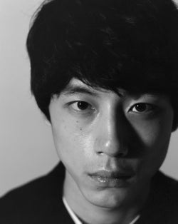 """坂口健太郎、""""素顔""""から""""大人の男""""の表情まで…1年間撮り下ろした姿公開"""