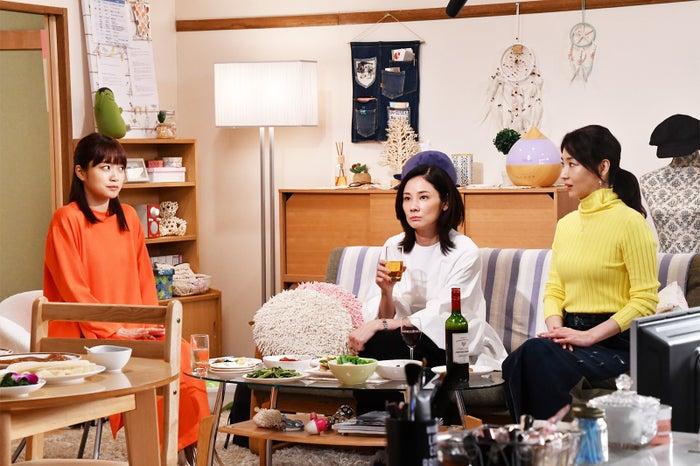 深川麻衣、吉田羊、稲森いずみ/「まだ結婚できない男」第6話より(C)カンテレ