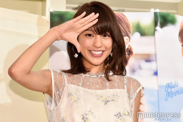 ファースト写真集「Maki Mermaid」の発売記念イベントを行った岡副麻希 (C)モデルプレス