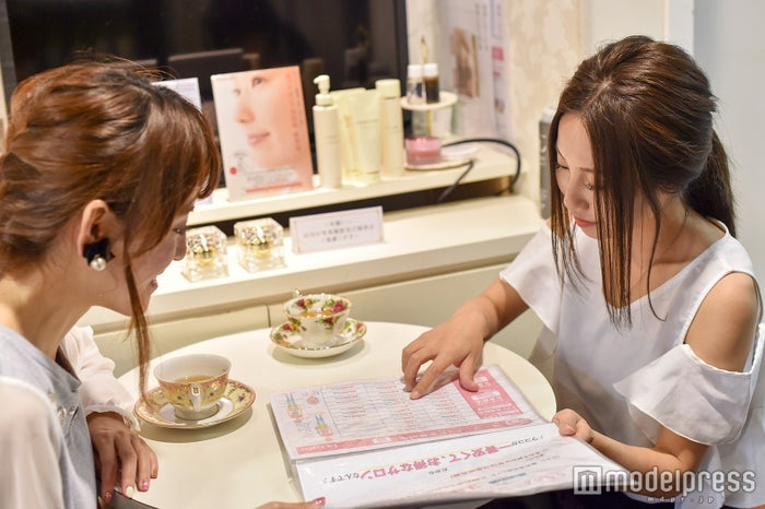 高橋晴香さん&Erinaさん(C)モデルプレス