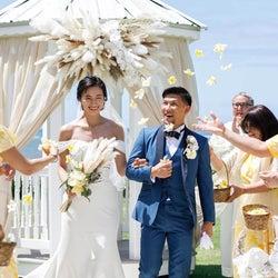 高橋ユウ・卜部弘嵩選手、ハワイでの挙式ショットを公開&姉妹写真も披露