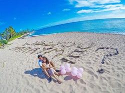 ハワイのビーチでプロポーズ(提供写真)