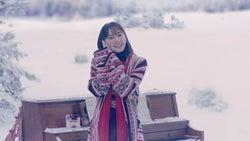 """新垣結衣""""しあわせポーズ""""が可愛すぎる 雪原でピアノ弾き語り"""