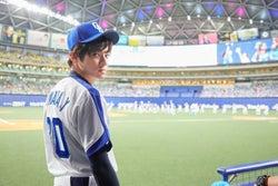 山田裕貴、始球式で涙 父は中日ドラゴンズ元選手