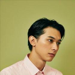 """吉沢亮、メイクアップ撮影初体験で美貌際立つ """"カラフルメイク""""も披露"""