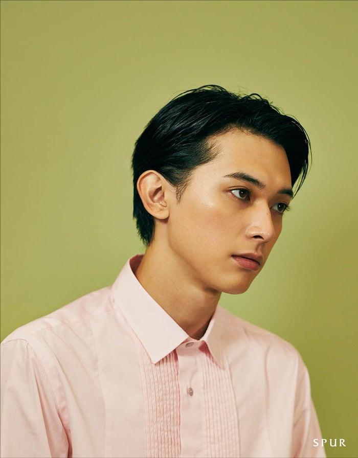 メイクアップ撮影を体験した吉沢亮(C)SPUR1月号/集英社 撮影/尾身沙紀(io)