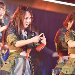 """モデルプレス - AKB48柏木由紀・高橋朱里らチームB、ウエスト見せ衣装で圧巻ダンス&バラードも歌唱で""""可愛いだけじゃない""""魅力アピール<セットリスト>"""
