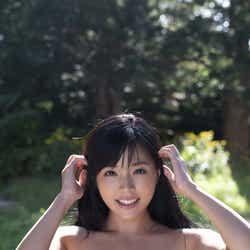 モデルプレス - 癒し系レースクイーン川村那月、ビキニでふわり美バストくっきり