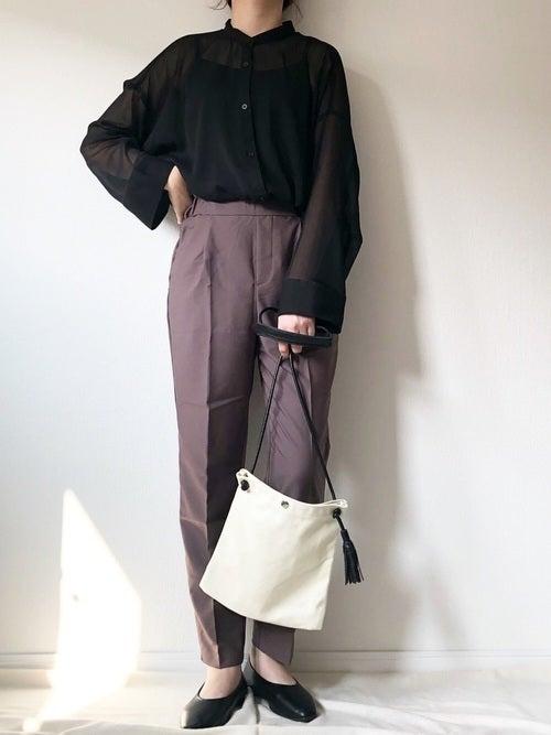 シアーシャツ 黒 コーデ