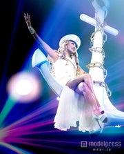 舞台裏を公開した倖田來未【モデルプレス】