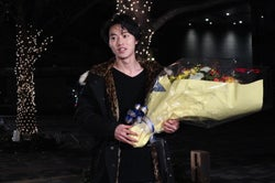 主演ドラマ『トドメの接吻』のクランクアップを迎えた山崎賢人(提供写真)