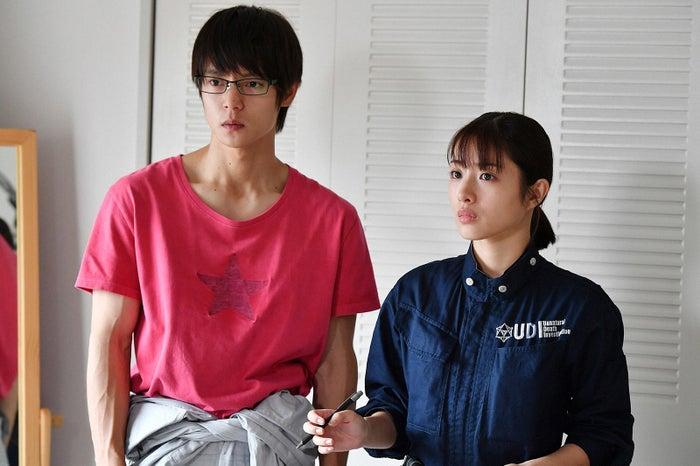 窪田正孝、石原さとみ/「アンナチュラル」第1話より(C)TBS