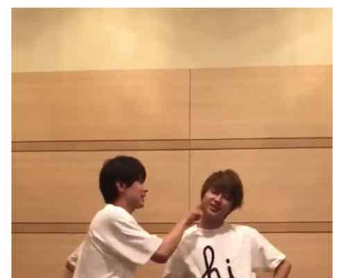 "Nissy(西島隆弘)&吉沢亮、ほっぺつんつんに手繋ぎ…可愛すぎる""トリコダンス""が「尊い」「最高に目の保養」と話題に"