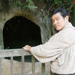 鈴木亮平 (C)NHK