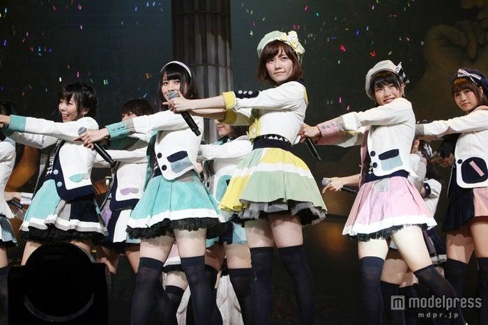 昨年の同大会で優勝した島崎遥香のセンター曲「永遠プレッシャー」(C)AKS