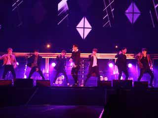 iKON、新曲を日本初披露 投げキッス&甘いセリフに歓声