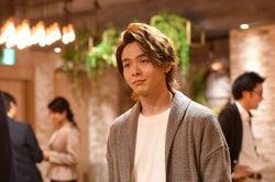 中村倫也/「初めて恋をした日に読む話」第6話より(C)TBS