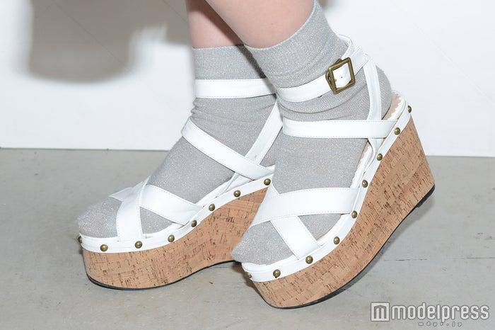 靴下×サンダルで春を先取り(C)モデルプレス