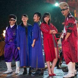 指原、ずぶ濡れになりながらも氣志團のリーゼントに気配り!HKT48、氣志團とのコラボシングルのMV公開
