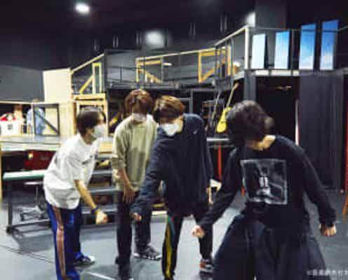 崎山つばさ、立石俊樹、太田将熙ら出演の音楽劇「キセキ -あの日のソビト-」 開幕を前に衣装付き稽古を実施、崎山「舞台としてキセキが起こればいいなと思っています」