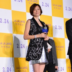 米倉涼子、ミニスカで美脚披露「すっごくかっこいい」と惚れたイケメン俳優も絶賛