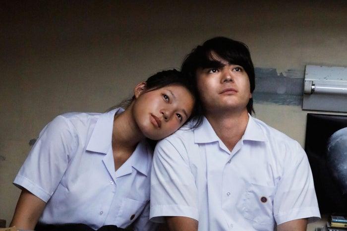 映画に出演する(左から)石井杏奈、山田孝之(C)LDH pictuers