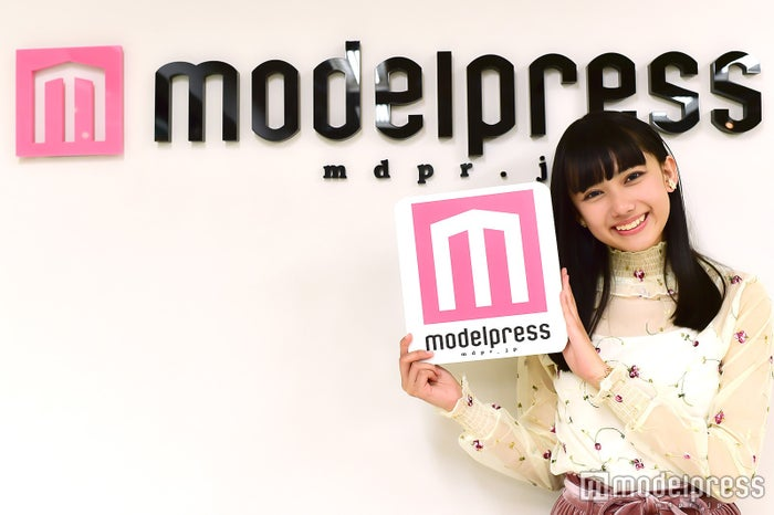 モデルプレスのインタビューに応じた黒崎レイナ(C)モデルプレス