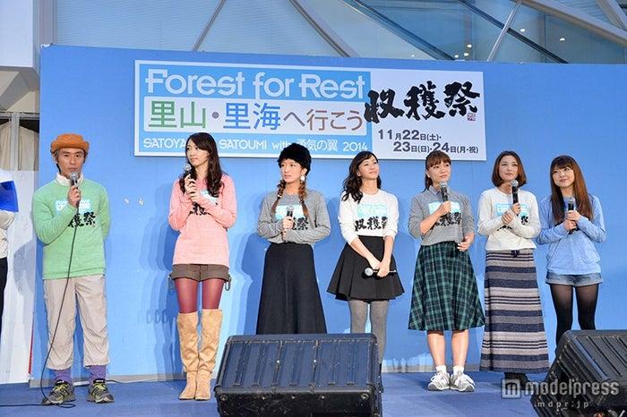 イベントの様子(左より)まこと、飯田圭織、辻希美、藤本美貴、保田圭、石川梨華、小川麻琴<br>