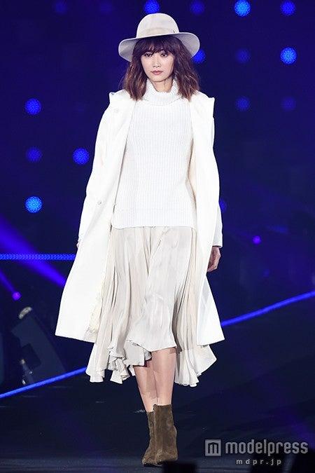 「第21回 東京ガールズコレクション2015 AUTUMN/WINTER」に出演したヨンア【モデルプレス】