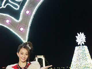 田中理恵、お台場イルミにうっとり サンタ風赤ドレスで登場