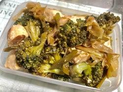 ダイエット中のお弁当に!胸肉とブロッコリーとねぎの塩レモン炒め