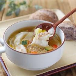 「彩り野菜のワンタンスープ」レシピ【365日のパンとスープ】