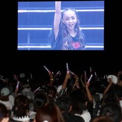 安室奈美恵さん引退から1年、花火ショーに4万人集結 応援上映会も実施