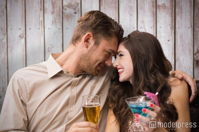彼を落とすなら外の飲み会より宅飲みで!一気に仲を深める5つの秘策(Photo by wavebreakmedia)