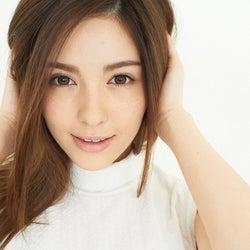 """""""MVの女王""""で話題のクォーター美女モデル・スミス楓、プライベート&素顔に反響"""