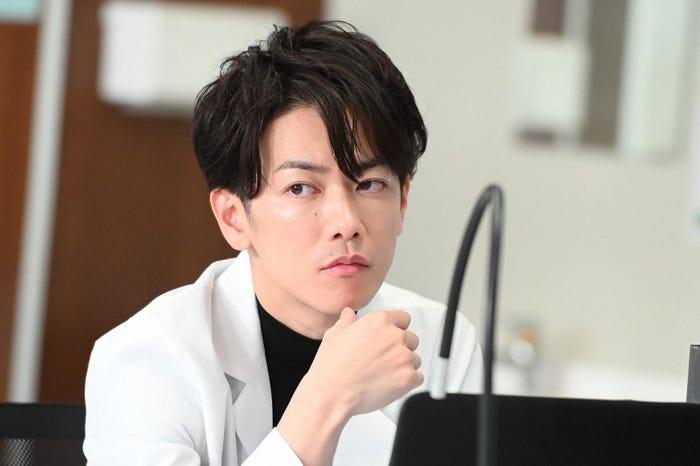 佐藤健/「恋はつづくよどこまでも」第5話より(C)TBS